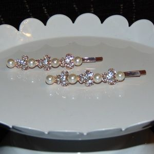 Set of Beautiful Gold Tone Rhinestone & Pearl clip